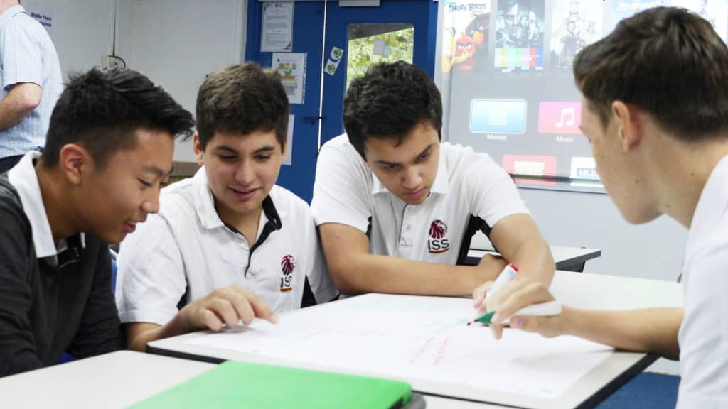 g11s-working-collaboatively-together-in-preaparation-for-a-project